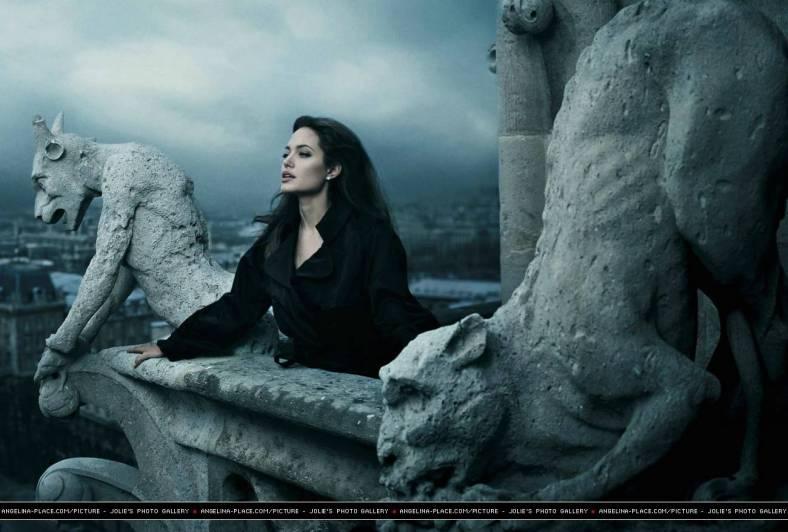 2005-angelina-jolie-by-annie-leibovitz-07